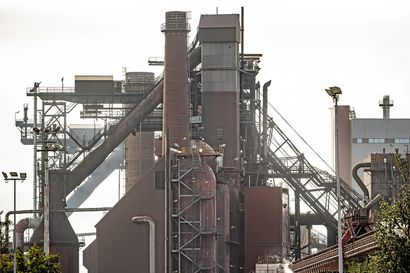 Työtapaturma SSAB:n Raahen tehtaalla: työntekijä hengitti typpikaasua ja menetti tajuntansa – ambulanssi saapui paikalle