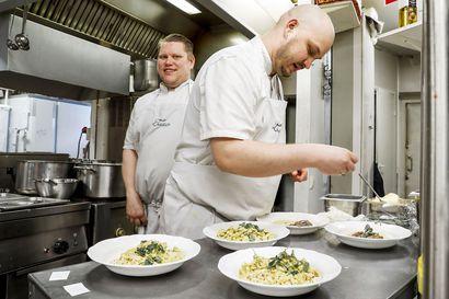 Etätyö ja karanteenit voivat viedä asiakkaat lounasravintoloilta – yrittäjät varautuvat ruuan kotiinkuljetukseen
