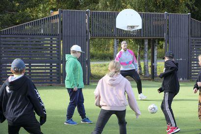 Kiinnostaisiko breakdance, jalkapalloilu tai ruuanlaitto? - harrastusten Jäänmurtaja-hankkeen avulla haetaan oppilaita eri harrastusten pariin