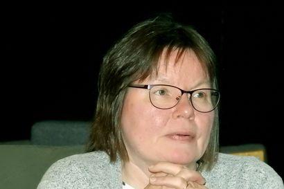 Lehtori Marja-Liisa Olthuis on etätyöskennellyt jo pitkään osan vuodesta Hollannista käsin – Oulun yliopiston etätyölinjaus estää inarinsaamen opettajaa palaamasta perheensä luo