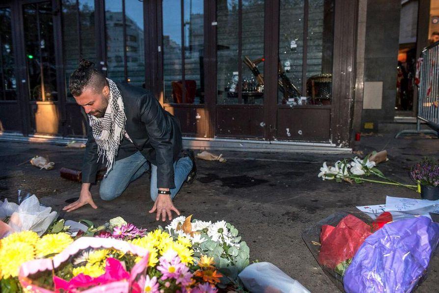 Terrori-iskujen uhreja surtiin Pariisissa marraskuussa.