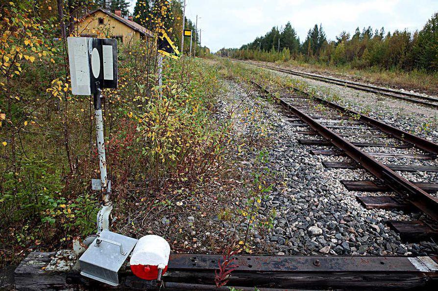 Kontiomäen risteysasemalta Paltamosta Taivalkoskelle johtavan, noin 200 kilometriä pitkän radan osuus välillä Pesiökylä–Taivalkoski suljettiin liikennöintikelvottomana 2004.