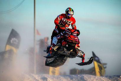 Tornion SM-snowcross siirtyi Kokkolaan - Rovaniemen MM-kisojen järjestelyt jatkuvat tiiviinä