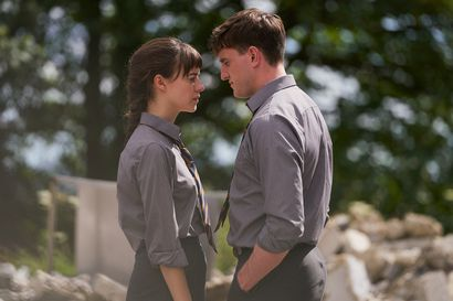 Suosittu ja kiusattu rakastuvat, ongelmiahan siitä seuraa – Sally Cooneyn romaaniin perustuva draamasarja tutkailee älykkäästi sosiaalisia ympäristöjä