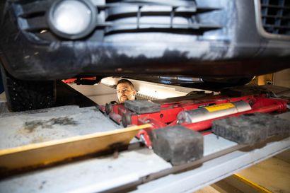 Yksi automerkki kestää varmimmin kovaa käyttöä – katsastustilastot kertovat, mitkä autot säilyvät kymmenen vuotta muita vähävikaisempina