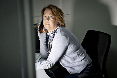 """Koronavirukseen sairastuneiden altistuttamat saadaan kiinni tunneissa, kun OYSin jäljittäjät tarttuvat puhelimeen – """"Ketjut on saatu hyvin kiinni, vaikka se on vaatinut välillä pidempää päivää"""""""