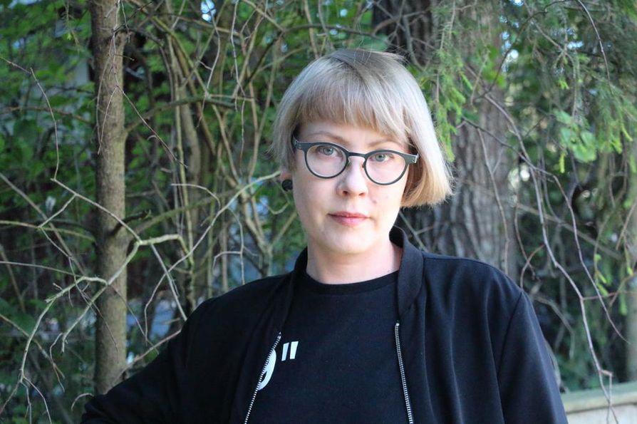 –Minulle on ilo ja kunnia, että kutsutaan mukaan kesänäyttelyyn. Tässä kävi vielä niin onnekkaasti, että olin tehnyt teoksia Turun taidenäyttelyyn ja töitä riitti myös ARS Kärsämäelle, kertoo Yppärilä.