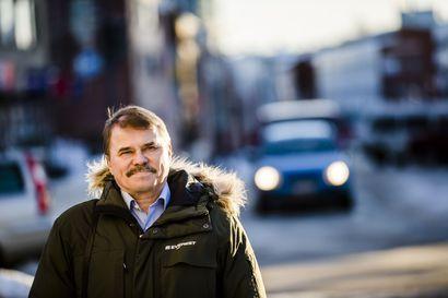 """Rovaniemen Keskustan valtuustoryhmältä huomautus Pertti Lakkalalle: """"Toiminta ja käytös eivät ole tukeneet ryhmän sopimia tavoitteita"""" – Lakkala puolusti kyläkoulujen lakkautusta, mikä ei tukenut valtuustoryhmän näkemystä"""