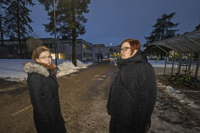 Kempeleen kunta tekee toimenpiteitä, jotta Kirkonkylän koulun D-talo voisi säilyä opetuskäytössä uuden koulun valmistumiseen saakka, mutta kaikille vanhemmille se ei riitä: adressin allekirjoittajat haluavat rakennuksen tilalle moduulikoulun mahdollisimman nopasti