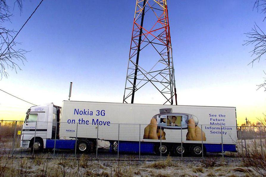 Sonera ja Nokia testasivat umts-verkkoa Oulussa vuonna 2000. Arkistokuva.