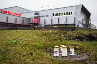 Kuopion koulusurmaa tutkitaan myös törkeänä henkeen ja terveyteen kohdistuvan rikoksen valmisteluna — Tutkinnanjohtaja: Tulipalo sytytettiin hyökkäysluokassa
