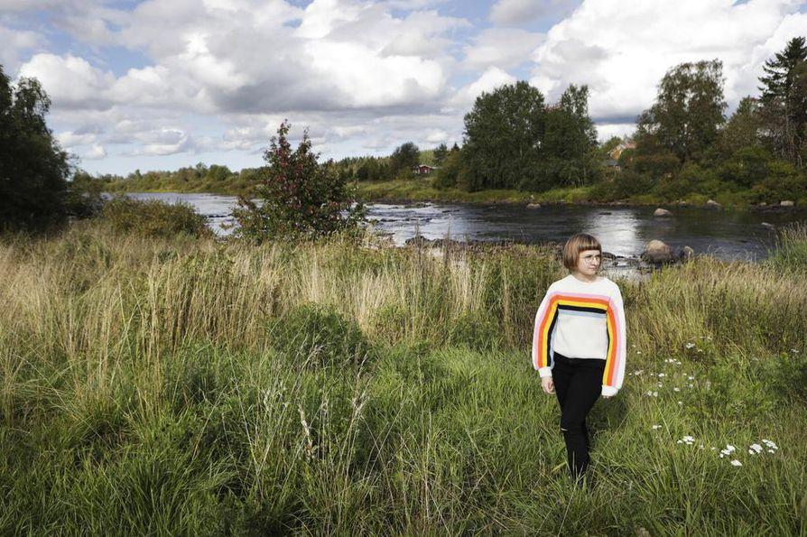 - Mitä kauemmin on ollut itsetuhoinen, sitä kovempia panoksia alkaa käyttää, sanoo vakavasta itsetuhoisuuskierteestä selvinnyt Mirva Pohjanen.