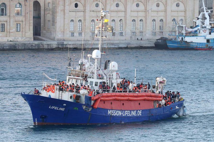 Lifeline-pelastusalus kuljetti toissaviikolla Maltalle 234 ihmistä, joista viisi oli lapsia. Nyt sen kapteenia uhkaa vankeustuomio.