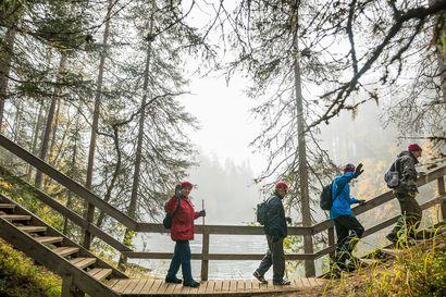 2000 kävijää tänäkin viikonloppuna - Suomen suosituimmalla ulkoilureitillä ei tarvitse olla yksin: Luonto saa naapuritkin tervehtimään toisiaan