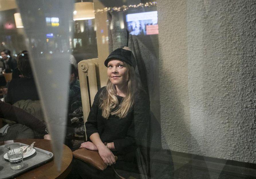 Fanny Haverinen sanoo tulleensa entistä varovaisemmaksi seksuaalirikosvyyhden vuoksi. Myös hänen kaveriporukassaan kavereiden perään on katsottu entistä tarkemmin ja toisista on pidetty huolta illanvieton jälkeen.