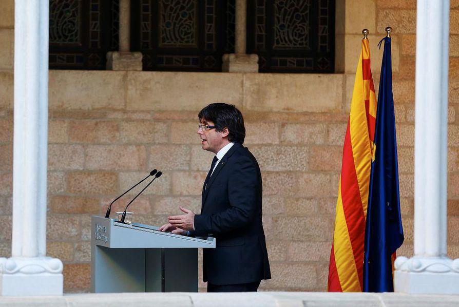 Katalonian aluejohtaja Carlos Puigdemontin oli odotettu hajottavan alueparlamentin ja julistavan vaalit, jotta Espanja ei rajoittaisi Katalonian itsehallintoa.