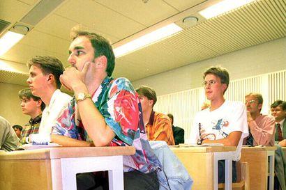Vanhat kuvat: Kultainen 90-luku Linnanmaan yliopistolla – opiskelijaelämää, rakentamista ja kuninkaallisia vieraita