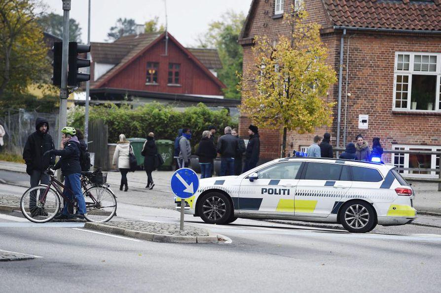Poliisi tutki Tanskassa pommiuhkia muun muassa ostoskeskuksissa ja lentokentillä.
