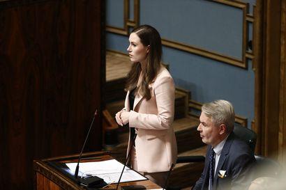 """Pääministeri Marin hiillosti kokoomusta: """"Suomi on oikeusvaltio, eikö teitä hävetä?"""""""