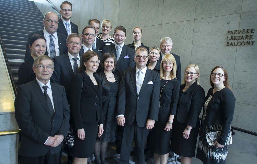 Oulun vaalipiirin kansanedustajat kuvattuna eduskunnassa huhtikuussa 2015.