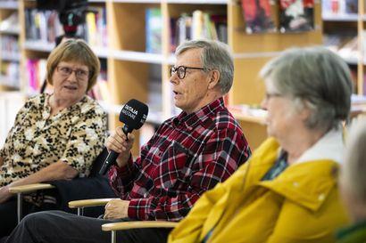 Ensimmäinen livenä järjestetty Kirjallinen keskiviikko: Kirjaston on pysyttävä kirjastona