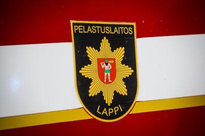 Henkilöauto kolaroi Simossa kaiteeseen, Rovaniemellä valopylvääseen