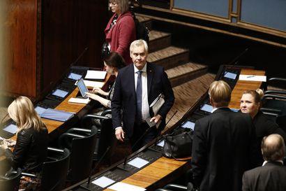 Eduskunta sai vasta lippuäänestyksellä luottamuksen selville – Hallitus saa jatkaa äänin 97-75