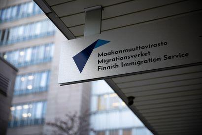 Työ suosituin syy muuttaa koronavuonna Suomeen – turvapaikanhakijoissa yli tuhannen vähennys, yli 130 siirretty Välimereltä