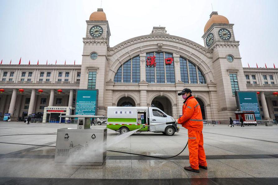 Kiinan keskiosissa sijaitseva Wuhan on keskeyttänyt paikallisliikenteen toiminnan koronaviruksen takia.