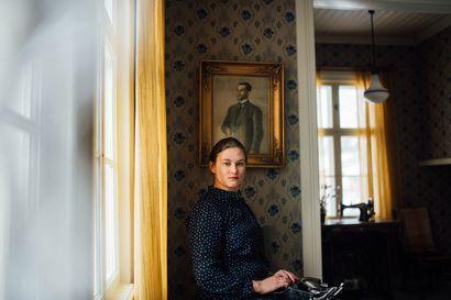 """Paula Nivukosken ainutlaatuisessa projektissa Tove Janssonin Muumi-kuvitukset saivat uuden elämän: """"En pyri jäljittelemään Tovea, mutta tunnen meneväni kirjoittaessani hänen maailmaansa"""""""