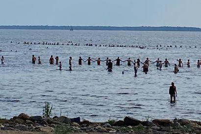 Kaksi lasta katosi Nallikarin uimarannalla, etsittiin merivartioston ja vapaaehtoisten voimin – lapset löytyivät kunnossa