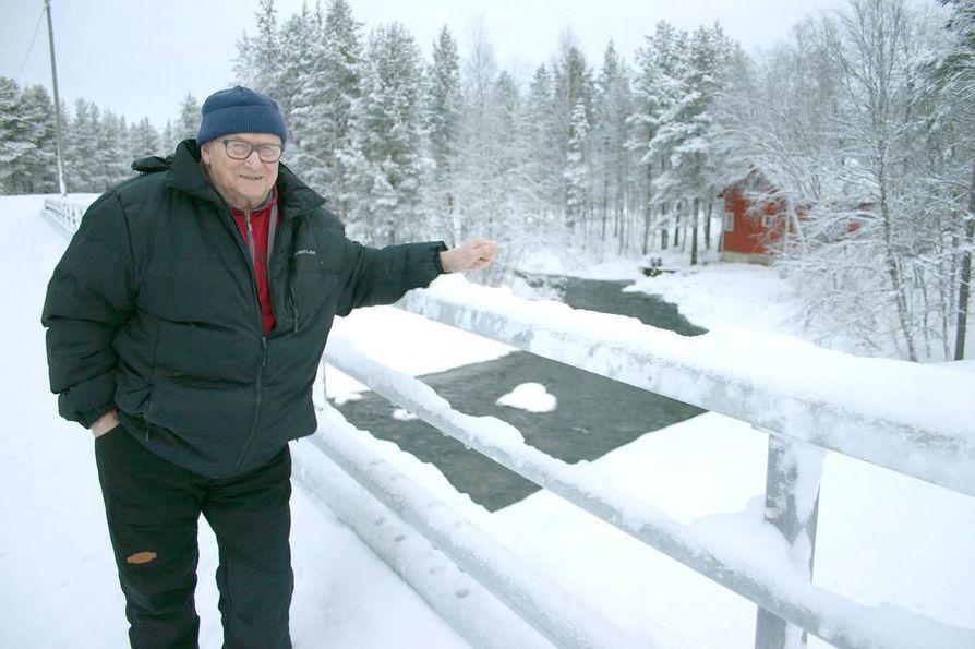 Tieremontin tuoma uusi silta ylittää Nellimjoen, joka virtaa Tauno Haltan kotikylän läpi Inarijärveen.