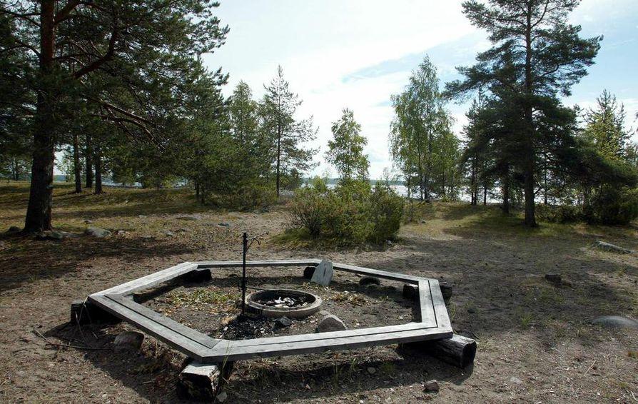 Nuotiopaikalle jätetyt roskat saattavat jäädä haitaksi sadoiksi vuosiksi, ennen kuin maatuvat.