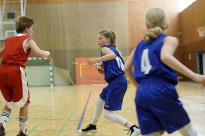 Arvio: Tytöt–pidetään pallo! on ajatuksia herättävää katsottavaa, jota tohtii suositella muillekin kuin koripallosta kiinnostuneille