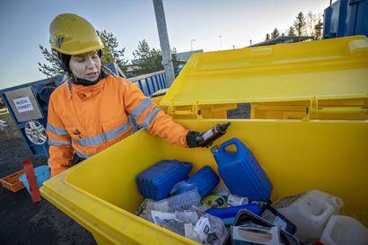 Ruskon jätekeskuksen Oivapisteellä pääsee perjantaihin asti eroon muoviroinasta maksutta–kokeilulla kerätään tietoja siitä, millaista muovijätettä kodeissa syntyy