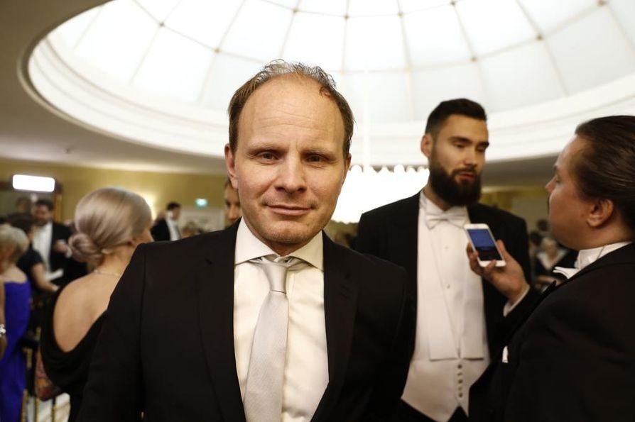 Ohjaaja Dome Karukoski pelkää, että Suomenkin päättäjät ajautuvat samanlaiseen imagokulttuuriin kuin Yhdysvaltojen ja Britannian päättäjät.