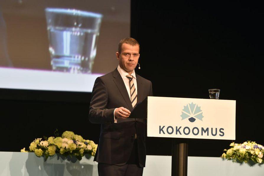 Eilen valittu uusi kokoomuksen puheenjohtaja Petteri Orpo pitää linjapuhettaan. Kuva eiliseltä.