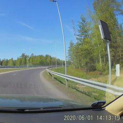 Lukijavideo: Raskas ajoneuvo rikkoutui Pohjantien Lintulan rampilla