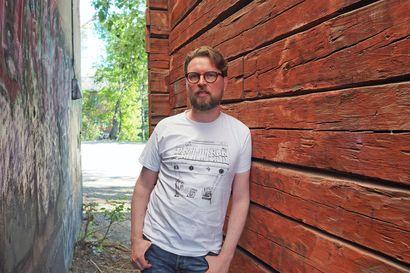 Oululainen lauluntekijä Jukka Ruottinen maalaa kappaleillaan tauluja, joihin kuulija saa itse keksiä tarinan