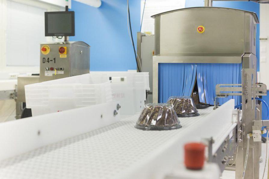 Oulun seudulla satsataan tuotekehitykseen muuta maata enemmän. Casena Mekitec Oy. Kehittää röntgenlaitteita elintarvikkeiden turvallisuuden varmistamiseen. Kuvissa Mekitec Oy:n kehittämä röntgenlaite.