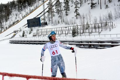 Alppihiihtäjänuoret hikoilevat päivällä ylioppilaskirjoituksissa – illalla FIS-pujotteluissa, ensi viikolla Rukalla kaikkiaan kahdeksan kilpailua
