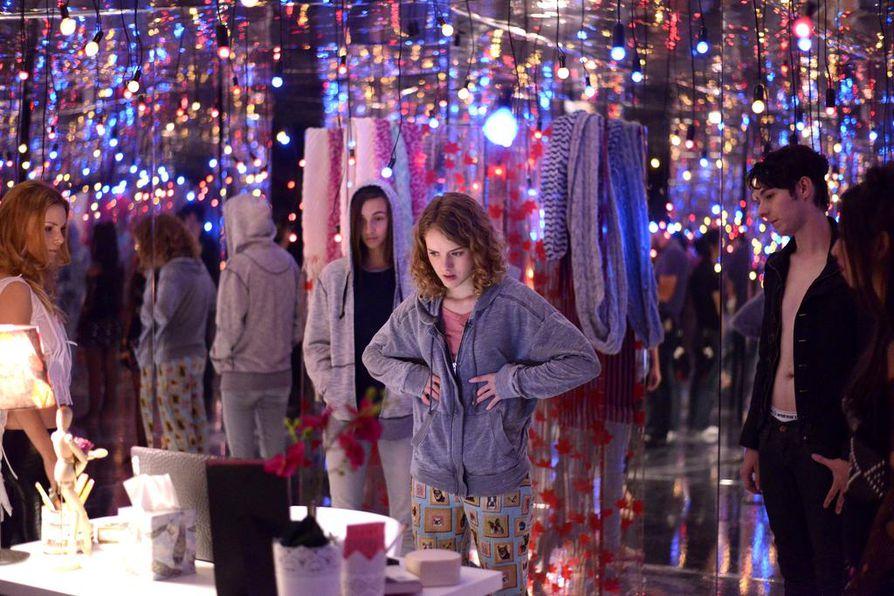 Laura Wiggins esittää nuorta tanssijaa, joka seuraa alipainoisuutta ihailevaa verkkosivua. Sairaan hoikka -elokuva käsittelee anoreksiaa kevyesti.