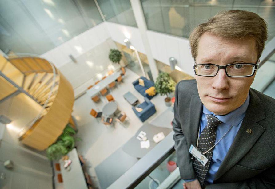 Ilkka Luoma pitää uutta tehtäväänsä Pohjois-Pohjanmaan sairaanhoitopiirin johtajana haasteena ja askeleena uralla eteenpäin. Kokkolassa työskennellyt Luoma tuntee Oulun entuudestaan opiskeluajoiltaan.