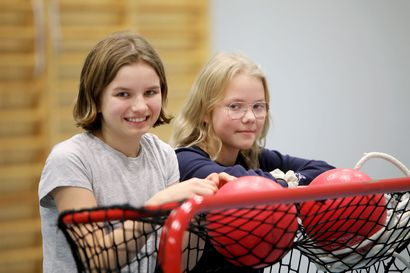 Lisää vipinää välitunteihin – Oulun kouluissa koulutetaan tänä syksynä 600 välkkäriä, joiden tehtävänä on tehdä välitunneista aktiivisempia