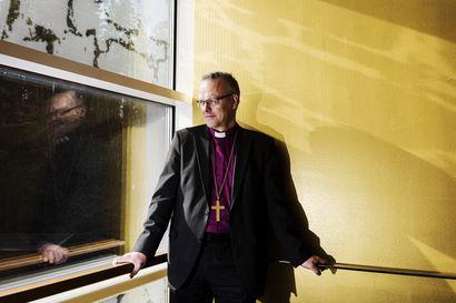 Piispainkokous: Tuomiokapituleilla on oikeus määrätä seuraamuksia papeille, jotka ovat vihkineet  avioliittoon samaa sukupuolta olevia pareja