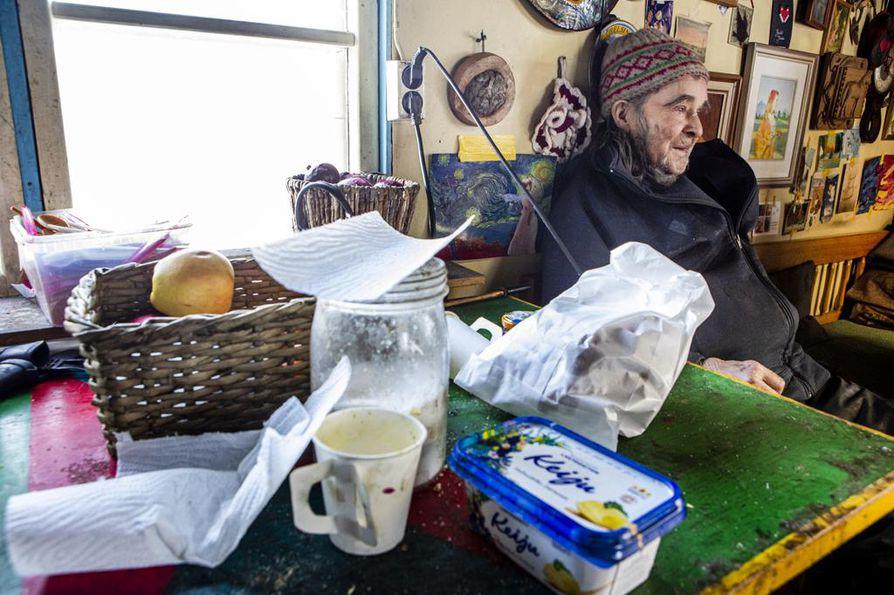Veikko Rajala marjastaa, sienestää ja kalastaa ruuanjatketta, kuten on tehnyt koko ikänsä.