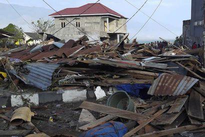 Maanjäristys on romahduttanut rakennuksia, asukkaita evakuoitu Meksikossa
