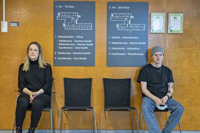 """Ajanvarauksen ruuhka hidastaa opiskelijoiden hoitoonpääsyä Oulussa – mielenterveyden etäkeskusteluaikaa odottava opiskelija: """"Onneksi minulla ei ole akuutti hätä"""""""
