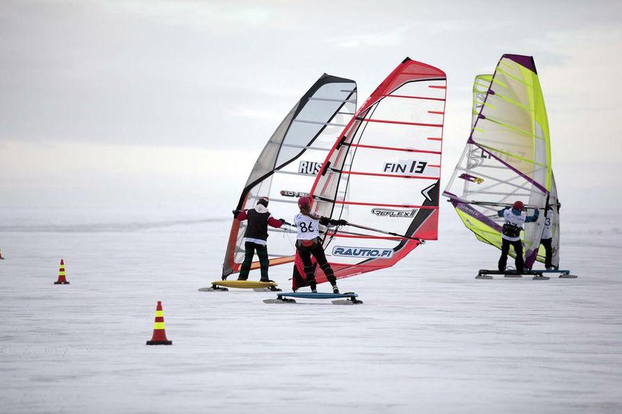 EM-kisat käydään Kalajoen edustalla meren jäällä.