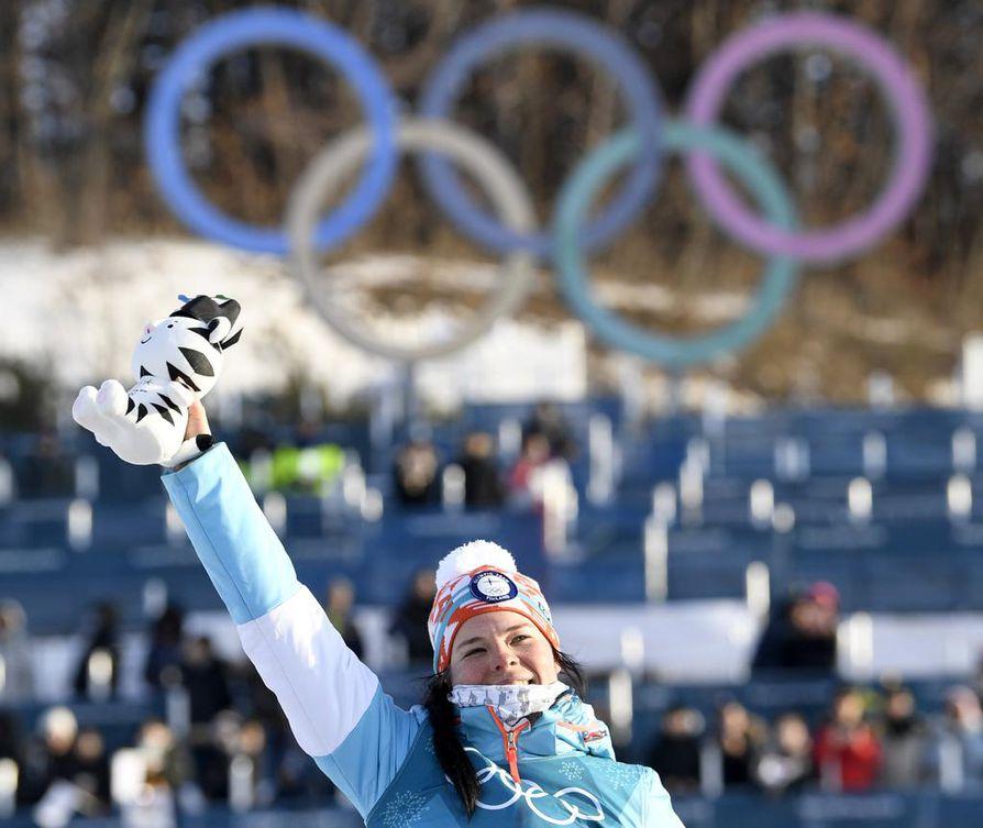 Krista Pärmäkoski tuuletti kolmatta mitaliaan sunnuntaina Pyeongchangin olympialaisissa.